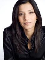 """Priya Basil, geboren 1977, ist eine britische Schriftstellerin. Sie wuchs in Kenia auf, studierte in Großbritannien und und lebt heute in Deutschland. Sie schreibt u.a. für Lettre International, Frankfurter Allgemeine Zeitung, Neue Zürcher Zeitung, Die Zeit, Tagesspiegel, TAZ and The Guardian. Priya Basil ist eine der Initiatorinnen des Aufrufs """"Die Demokratie verteidigen im digitalen Zeitalter"""", eine weltweite Aktion gegen Bespitzelung und Massenüberwachung, und Mitbegründerin von Authors for Peace. Zuletzt auf Deutsch: Priya Basil und Chika Unigwe: Erzählte Wirklichkeiten: Tübinger Poetikdozentur 2014. Swiridoff, Künzelsau 2015   Priya Basil, born 1977, is a British writer. She grew up in Kenya, studied in the UK and now lives in Germany. She has published two novels, Ishq & Mushq and The Obscure Logic of the Heart, a novella, Strangers on the 16:02. Her essays and articles have appeared in various publications including, Lettre International, Frankfurter Allgemeine Zeitung, Neue Zürcher Zeitung, Die Zeit, Tagesspiegel, TAZ and The Guardian. Priya co-founded Authors for Peace in 2010 and has since been politically engaged in various ways, including co-authoring and initiating the Writers Against Mass Surveillance appeal in December 2013."""