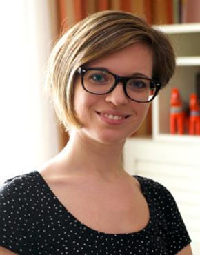 Karina Böhm, geb. 1980, Skandinavistik-Absolventin und Inhaberin von Skandibok, dem Webshop für nordische Literatur.  Karina Böhm, born 1980, studied Scandinavian languages and is the owner of Skandibok, an online shop for nordic literature.