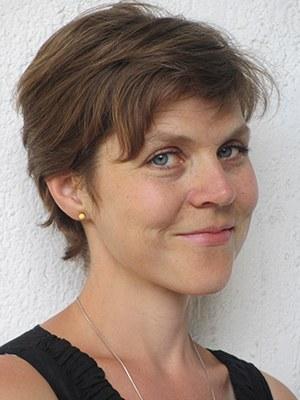"""Nadia Bozak ist eine kanadische Schriftstellerin. Sie lehrt Creative Writing an der Carleton University und arbeitet an einer Romantrilogie über Grenzen und Grenzerfahrungen. Auf Deutsch erschienen: El Niño, 2020. """"El Niño ist ein flammender Roman über Verzweiflung und Mut, Überleben und Tod, Grenzen und Barrieren aller Art und was es braucht, um sie zu durchbrechen."""" Lisa Moore, Autorin von Caught"""