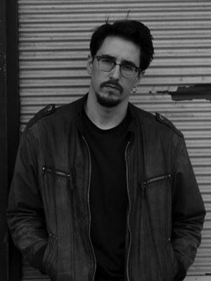 Marko Dinić wurde 1988 in Wien geboren und verbrachte seine Kindheit und Jugend in Belgrad. Er studierte in Salzburg Germanistik und Jüdische Kulturgeschichte. Die guten Tage ist sein erster Roman.