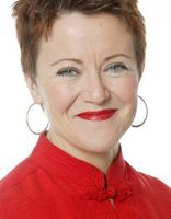 Rosie Goldsmith ist eine britische Multi-Media Journalistin. Sie ist im Bereich der Kunst und Internationalen Angelegenheiten spezialisiert und hat auf der ganzen Welt an führenden Sendungen von BBC Radio gearbeitet. Außerdem spricht sie mehrere Sprachen, präsentiert und sitzt diversen öffentlichen Veranstaltungen vor und ist Vorstandsmitglied bei ELit Literaturhaus Europa.  Rosie Goldsmith is a British multi-media journalist with specialist knowledge of arts and international affairs. She has worked across the world on some of BBC Radio's flagship programmes, speaks several languages and chairs and presents public events. She is member of the ELit Literaturehouse Europe's board.