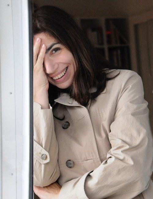 """geb. 1979, ist eine schweizerisch-rumänische Schriftstellerin und Philologin. Sie ist Produzentin von Fernsehbeiträgen und Radiosendungen und hat als Deutschland-Korrespondentin für das rumänische Fernsehen und Radio gearbeitet. Für ihren Roman Das primäre Gefühl der Schuldlosigkeit erhielt sie im Rahmen des Ingeborg-Bachmann-Preis den 3sat-Preis. """"Hier kommt alles zusammen, was gute Literatur ausmacht: Witz, Komik, Tragödie, Poesie, Melancholie, Trauer, Elend, Liebe.""""  Roman Bucheli, Neue Zürcher Zeitung"""