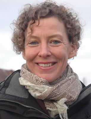 Katharina Hacker, geb. 1967, ist eine deutsche Schriftstellerin und Übersetzerin aus dem Hebräischen. Ihr Roman Die Habenichtse wurde 2006 mit dem Deutschen Buchpreis ausgezeichnet und 2016 unter der Regie von Florian Hoffmeister verfilmt. »Hackers Themen sind philosophischer, religiöser und politischer Natur, doch die leichte, unaufdringliche Poesie ihres Erzählens durchtränkt alles Schwere.« CARSTEN HUECK, SÜDDEUTSCHE ZEITUNG