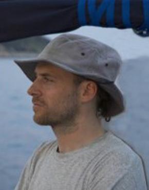 Marko Hercog ist IT & Technischer Direktor des Verlages Beletrina in Ljubljana, Slowenien. Er arbeitete an der Entwicklung der ersten slowenischen E-Book Verleih- und Verkaufsplattform Biblos mit.  Marko Hercog is Technical & IT Director of the Publishing House Beletrina, Ljubljana, Slovenia. He co-developed the first Slovene e-book lending and selling platform Biblos.