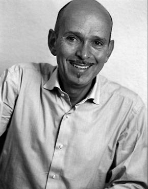 Hans-Gerd Koch, geboren 1954, Deutscher Literaturkritiker- und vermittler. Er ist in der Kafka-Forschungsstelle Wuppertal tätig.  Hans-Gerd Koch, born 1954, German literary critic and editor. He works at the University Wuppertal.