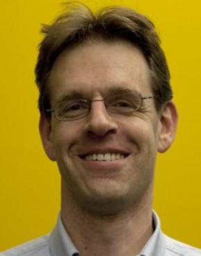 Henning Kornfeld, geboren 1966, ist Medienjournalist in Heidelberg. Bis 2012 war er stellvertretender Chefredakteur des deutschen Branchendienstes kress.  Henning Kornfeld, b. 1966, is a news media journalist and based in Heidelberg. Until 2012, he was Deputy Editor-in-Chief of the media news service kress.