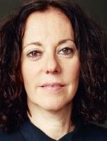 """geb. 1963, ist eine deutsche Schriftstellerin. Sie studierte Germanistik und Komparatistik an der Hebräischen Universität in Jerusalem. Seit 1987 lebt sie als Verlagslektorin, Übersetzerin und Autorin in Paris. Ihr Roman Die Schuld der anderen wurde zum Bestseller. """"'Die Schuld der anderen' wirft einen so unbestechlichen wie entlarvenden Blick auf die Verfilzungen der Grande Nation, wie dies derzeit vielleicht nur noch Michel Houellebecq wagt.""""Sandra Kegel, Frankfurter Allgemeine Zeitung"""