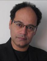 Jamal Mahjoub wurde 1960 in London geboren. Die Familie wohnte einige Jahre in Liverpool, bevor sie in den Sudan übersiedelte, die Heimat des Vaters. Dort verbrachte Mahjoub seine Schulzeit am Comboni College, das von italienischen Priestern geleitet wird. Später erhielt er ein Stipendium für das Atlantic College in Wales und studierte danach in Sheffield Geologie. Schon während seines Studiums veröffentlichte er literarische Texte in Zeitschriften. Nach vielen Ortswechseln lebt er heute in Barcelona. Jamal Mahjoub hat bereits mehrere Romane veröffentlicht. Parker Bilal ist das Pseudonym, unter dem er als Kriminalautor schreibt.  Jamal Mahjoub is an award winning writer of mixed British/Sudanese heritage. Born in London, he was raised in Khartoum where the family remained until 1990. He was awarded a scholarship to study in England and attended university in Sheffield. He has lived in a number of places, including the UK, Denmark and currently, Spain. In 2012, Mahjoub began writing a series of crime fiction novels under the pseudonym Parker Bilal.  Teilnehmer der Europäischen Literaturtage 2015. Participant of the European Literature Days 2015.