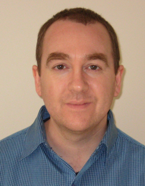 Tony Malone ist Literaturkritiker und Blogger mit der Website Tony's Reading List.  Tony Malone is literary critic and writer, his Website: Tony's Reading List.