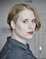 Katja Perat (1988) hat Philosophie und Komparatistik studiert und ist Doktorandinan an der Kunstfakultät in Ljubljana. Für ihren Gedichtband The Best Have Fallen (Najboljši so padli, 2011) erhielt sie einen Newcomer Preis. Außerdem wurde es von der Slovenian Literary Critics' Association zum Buch des Jahres gewählt. 2014 brachte sie ihren zweiten Gedichtband, Value-Added Tax (Davek na dodano vrednost), heraus, welcher für den besten Gedichtband beim Veronika Preis, sowie für den Jenko Preis der Slovene Writers' Association nominiert wurde.