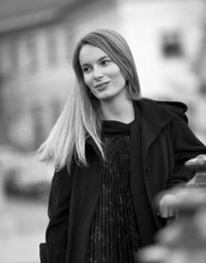 Manca G. Renko (1988), ist eine slowenischen Historikerin, sie hat sich auf die europäische und russische Geschichte des 19. und 20. Jahrhundert spezialisiert. Renko ist Chefredakteurin des Literaturjournals AirBeletrina und schreibt für diverse andere Publikationen Artikel, Rezensionen, Essays und gelegentlich Übersetzungen.  Manca G. Renko (1988), Slovenian historian (19th and 20th century European and Russian history) and the editor-in-chief of the AirBeletrina literary journal, published by Beletrina Academic Press. She also writes articles, reviews and essays for various publications and occasionally works as a translator.