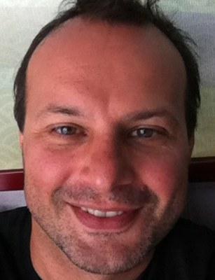 """Massimo Salgaro ist als """"Ricercatore"""" am """"Dipartimento di Lingue e Letterature Straniere"""" der Universität Verona tätig. Seine Forschungsschwerpunkte sind Literatur und Wissenschaft und Cognitive Poetics. Außerdem ist er unter anderem Fellow des Institute for advanced study von Paris."""
