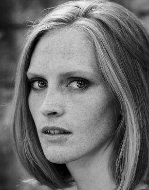 Brittani Sonnenberg, geboren 1981, US amerikanische Schriftstellerin.  Brittani Sonnenberg, born 1981, US american novelist.