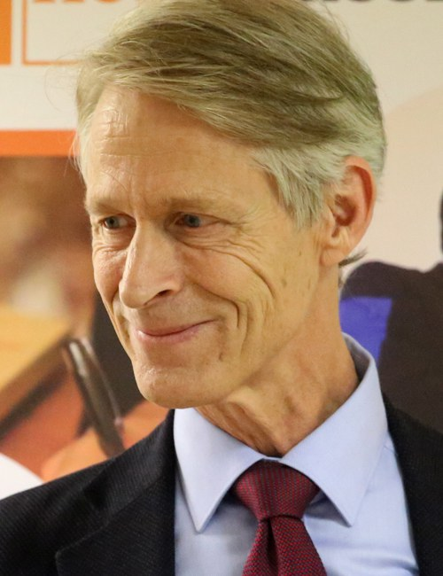 Adriaan van der Wheel ist Professor für Buchwissenschaft an der Universität Leiden/ NL. Er leitet die E-READ Forschungsinitiative.