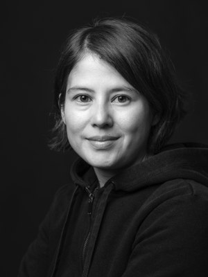 Milena Michiko Flašar, born 1980 in St Pölten, studied German literature and Romance studies in Vienna and Berlin. Her mother is Japanese and her father is Austrian. Her novel, Ich nannte ihn Krawatte (I Called Him Necktie), has sold over 100,000 copies; its premiere as a play at the Maxim Gorki Theatre was multi-award-winning.